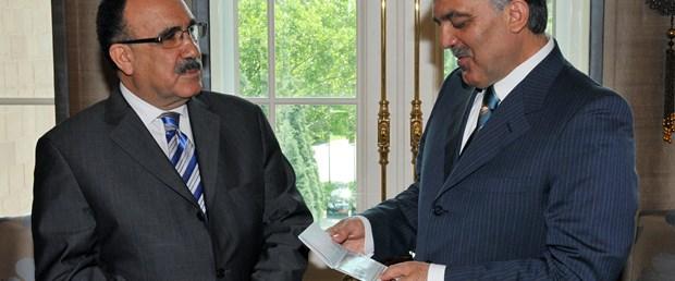 İlk biyometrik pasaport cumhurbaşkanına