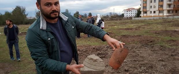 insaat-kazisi-sirasinda-roma-donemine-ait-mezar-taslari-bulundu_4288_dhaphoto4.jpg