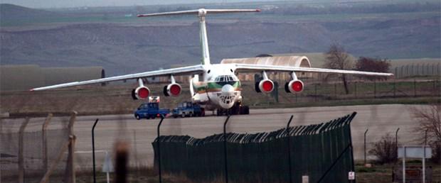 İran uçağından malzeme indirildi