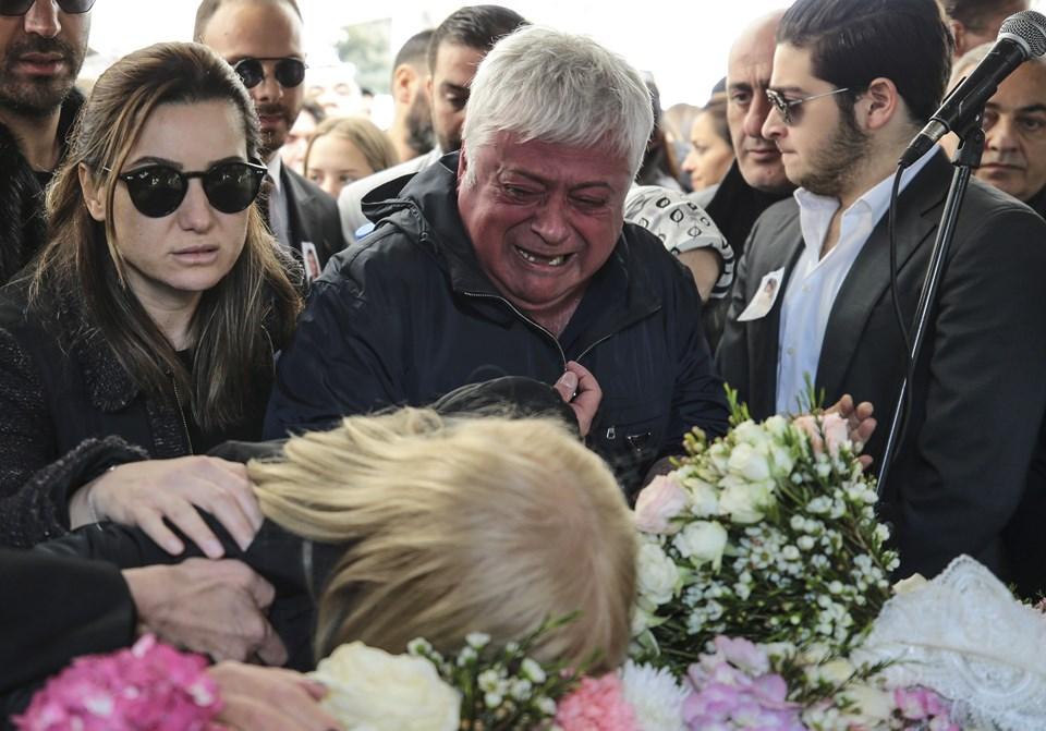 Mina Başaran'ın babası Hüseyin Başaran (ortada) ve oğlu Can Başaran da (sağda)
