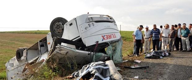 İşçi minibüsü devrildi: 3 ölü