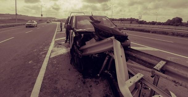 İstanbul Havalimanı yolunda turist taşıyan araç kaza yaptı