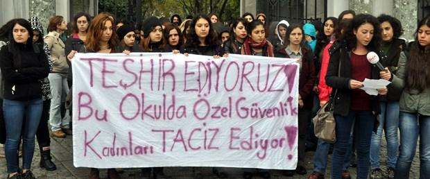 istanbul-universitesinde-taciz-protestosu_2461_dhaphoto1.jpg