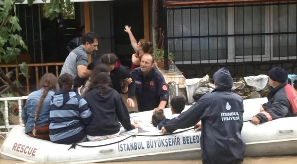 SİLİVRİ'DE MAHSUR KALANLAR BOTLA KURTARILDI