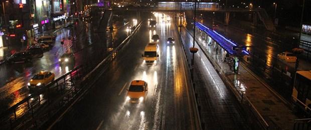 İstanbul'da gece yağmuru