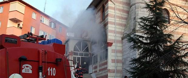 İstanbul'da iki camide daha yangın