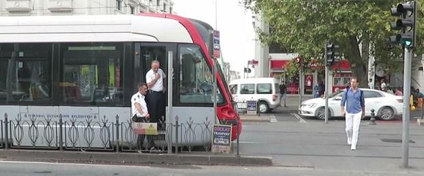 tramvay-turistlere-carpti-1i-agir-2-yarali.jpg