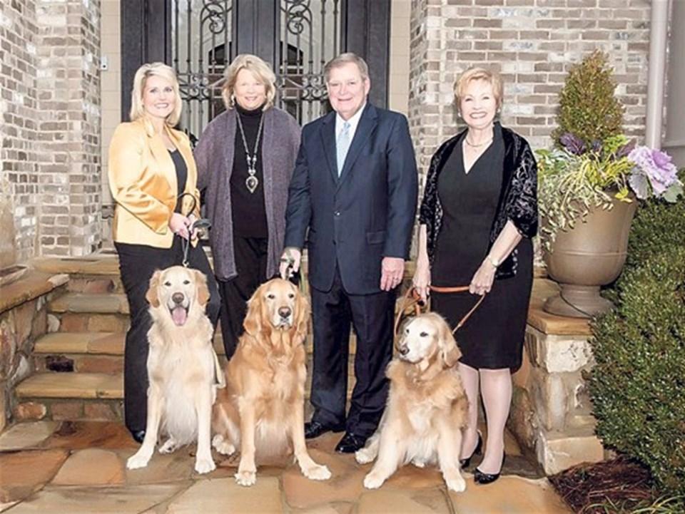 'Adopt a Golden' organizasyonu ABD'de her köpeğe bir yuva için çalışıyor.