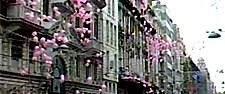 İstiklal'de pembe balon şakası