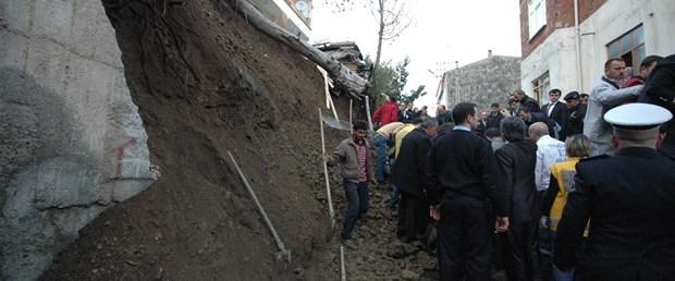 İstinat duvarı devrildi: 1 çocuk öldü