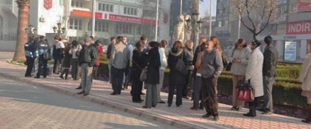 İzmir ve Van sallandı