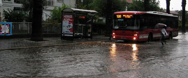 İzmir'de 80 yıllık yağış rekoru kırıldı