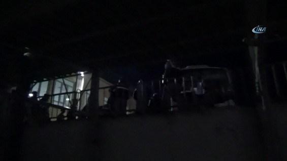 Jandarma, Demirtaş'ı başka kapıdan dışarıya çıkardı