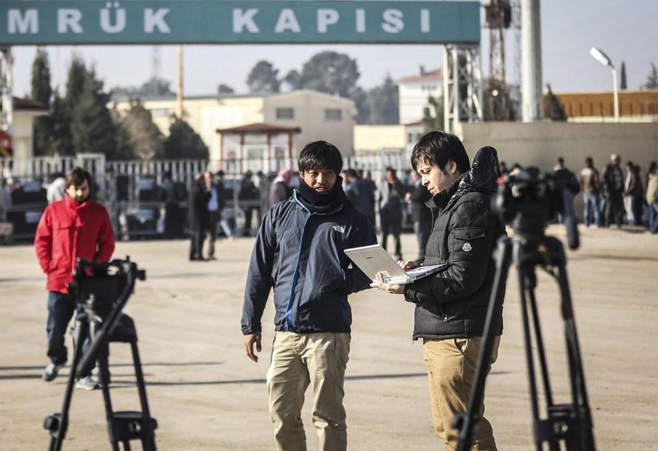 IŞİD'in elindeki Japon gazeteci Goto'nun serbest bırakılacağı yönündeki söylentiler üzerine, çoğu Japonlardan oluşan gazeteciler Akçakale Sınır Kapısı önünde bekleyişini sürdürüyor.