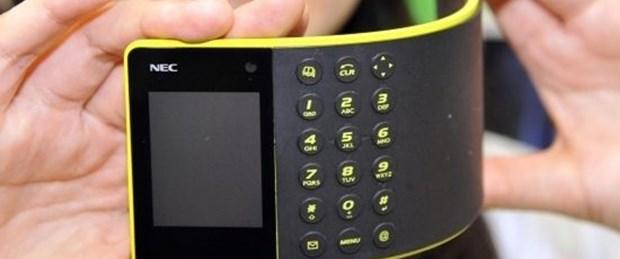 Jilet inceliğinde bükülen telefon