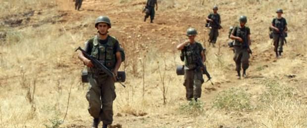 Kaçakçılar 2 askeri yaraladı