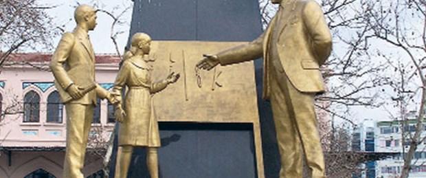 Kadıköy'de 'Atatürk anıtı' krizi