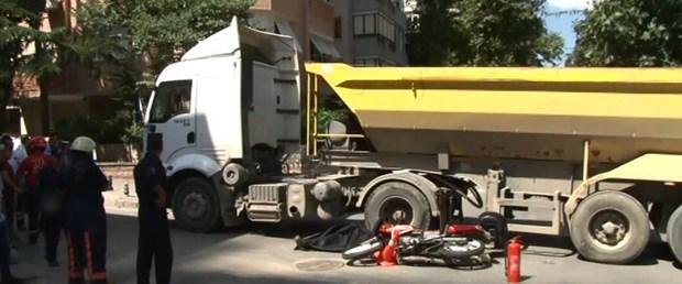 kadikoyde-hafriyat-kamyonu-motorsikletliyi-ezdi.jpg