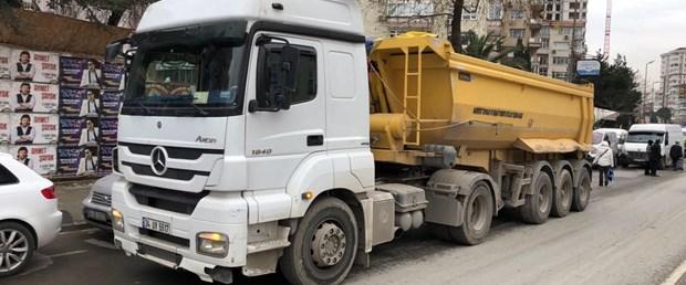 hafriyat-kamyonu-yine-can-aldi-1-_2110_dhaphoto1.jpg