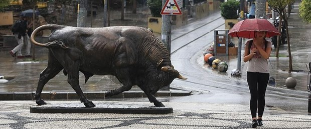kadıköy boğa heykeli.jpg
