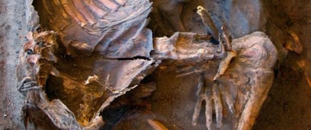 Kadın ve erkeklerin ayrı gömüldüğü mezarlık