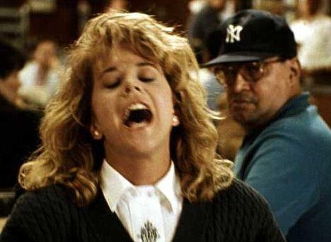 1989 tarihli Harry İle Sally Tanışınca filmindeki Meg Ryan'ın orgazm sahnesi.