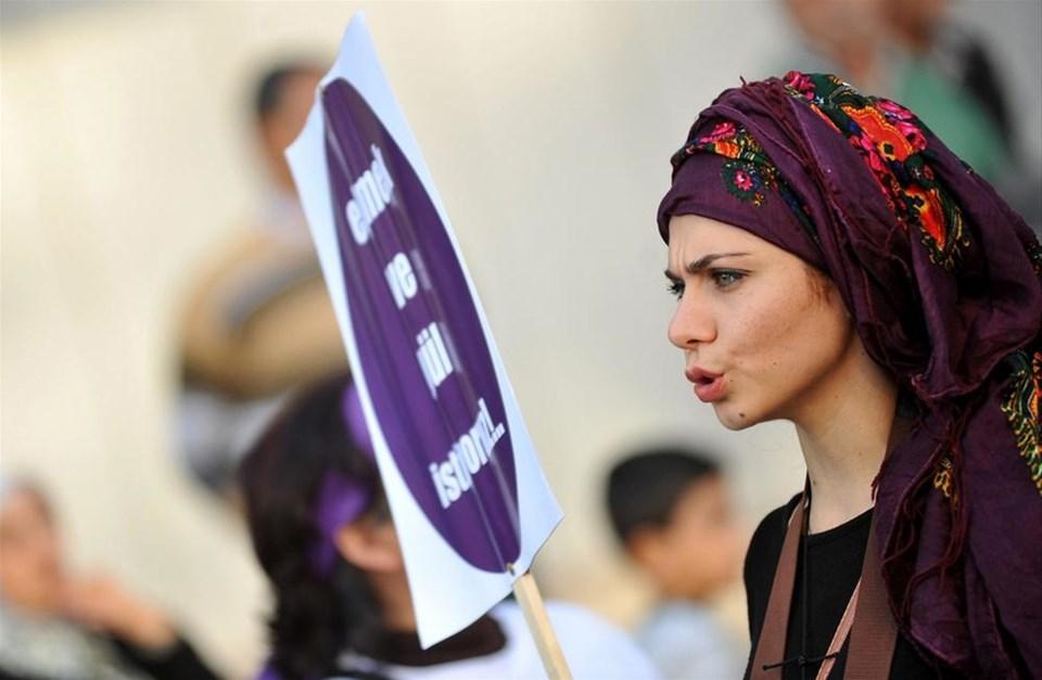 Kadınlar şiddete karşı sokakta