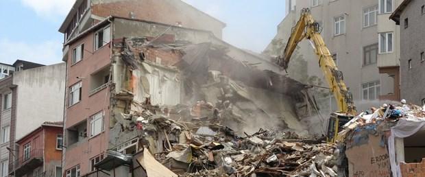 kagithanede-hasarli-binalarin-yikimina-baslandi.jpg