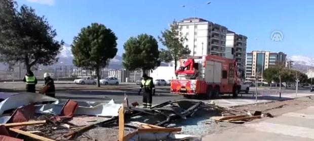 Kahramanmaraş'ta kuvvetli lodos: 2 yaralı