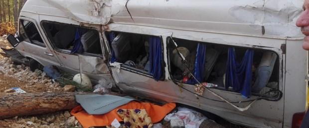 kahramanmarasta-servis-minibusu-devrildi-yaralilar-var-1-_5770_dhaphoto1.jpg
