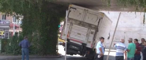 kamyon-sıkıştı.jpg