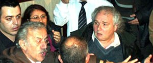 Kanadoğlu'na tek kişilik protesto
