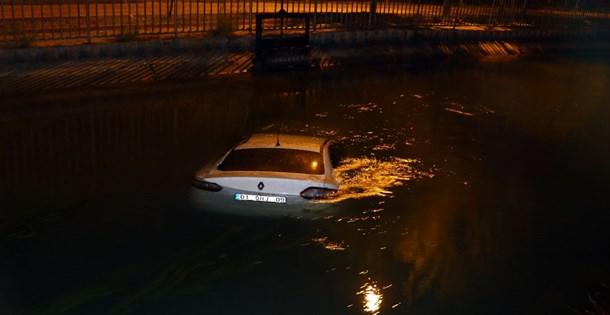 Kanala düşen aracı bırakıp kaçtı