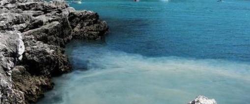 Kapuz Plajı'na kanalizasyon karıştı