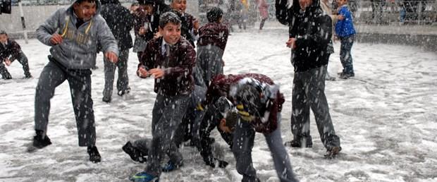 Kar tüm yurtta etkili oluyor