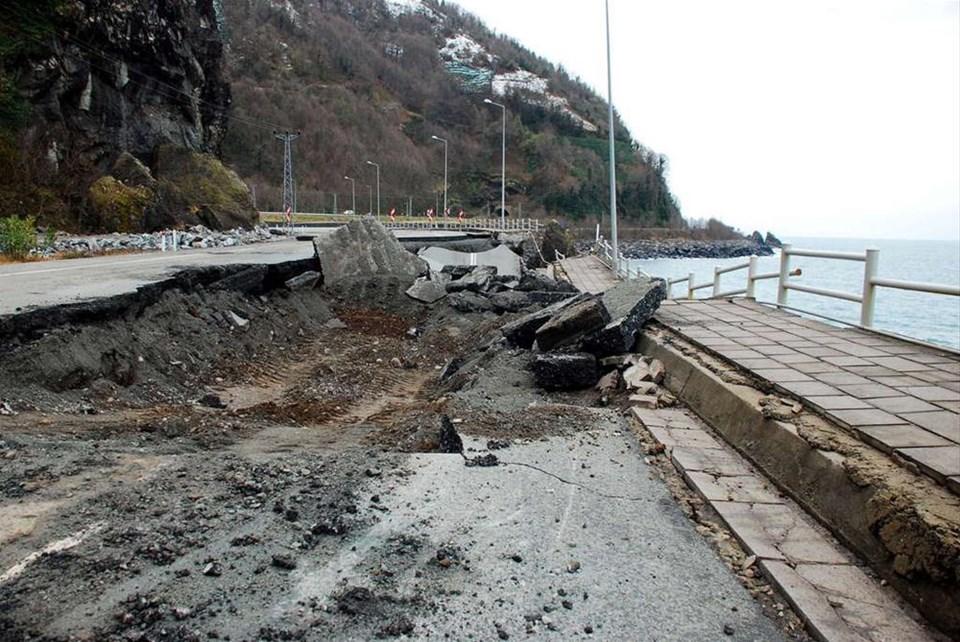 Karadeniz Sahil Yolu çöktü
