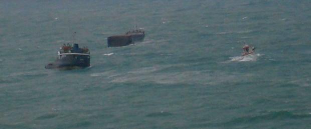 Karaya oturan gemi ikiye bölündü