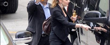 Kate Winslet Oscar'ından ayrılamıyor