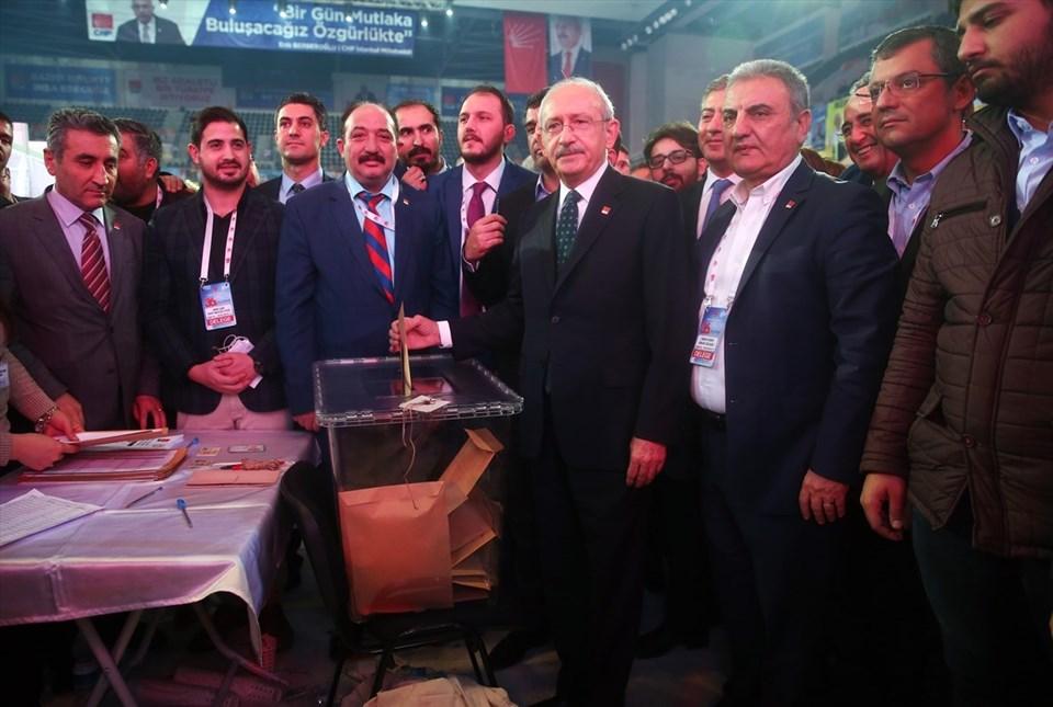 Kemal Kılıçdaroğlu, Parti Meclisi ve Yüksek Disiplin Kurulu üyeleri için oyunu kullandı