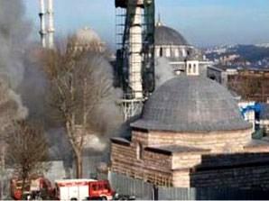 Kılıç Ali Paşa Camii yanıyor
