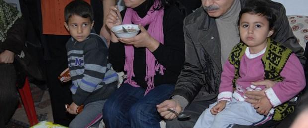 Kılıçdaroğlu gecekonduda aşure yedi