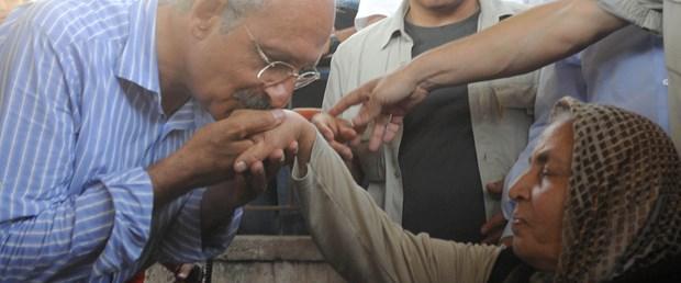 Kılıçdaroğlu o 'ananın' elini öptü