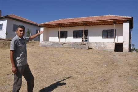 Neşet Ertaş'ın, 16 yıl yaşadığı evde de bakım yapılıyor.