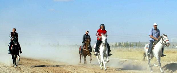 Konya'da rahvan atları yarıştı