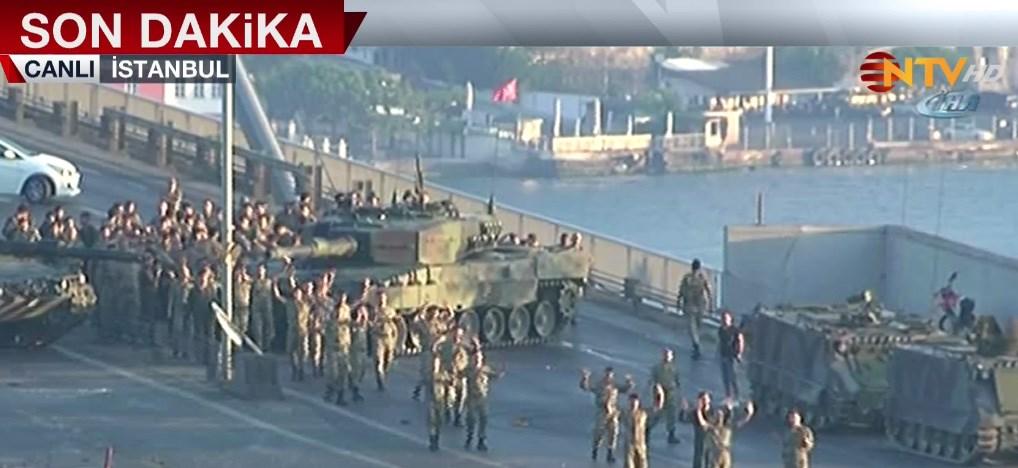 Köprüdeki askerler teslim oldu