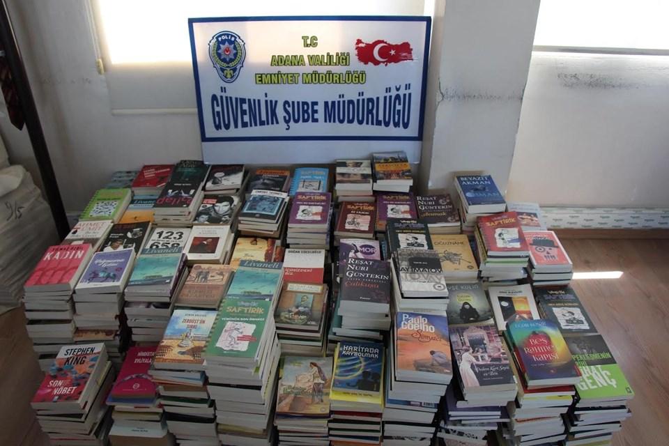 Su deposu görünümlü dolapta bulunan 994 bandrolsüz kitap, Adana Emniyet Müdürlüğü'ne getirildi.