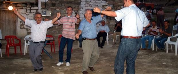 Köye gelen elektriği davul-zurnayla kutladılar