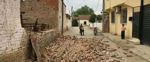 manisada-pespese-4.9luk-iki-deprem-korkuttu-4-_7258_dhaphoto6.jpg