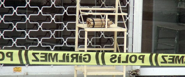 karton-maket-bomba-panigine-neden-oldu_5980_dhaphoto1.jpg