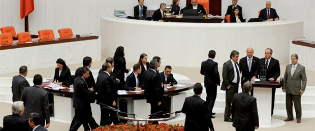 Meclis'te küfür işgal getirdi